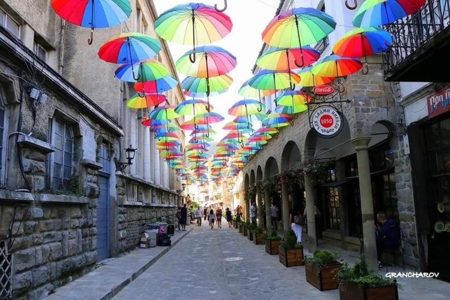 Шарените чадъри на Самоводската чаршия направиха фурор, провокираха  организиране на фотоконкурс - Болярски новини