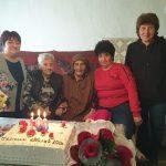 100-годишната баба Невяна от Овча могила чете без очила, почита Бог и пийва ракийка